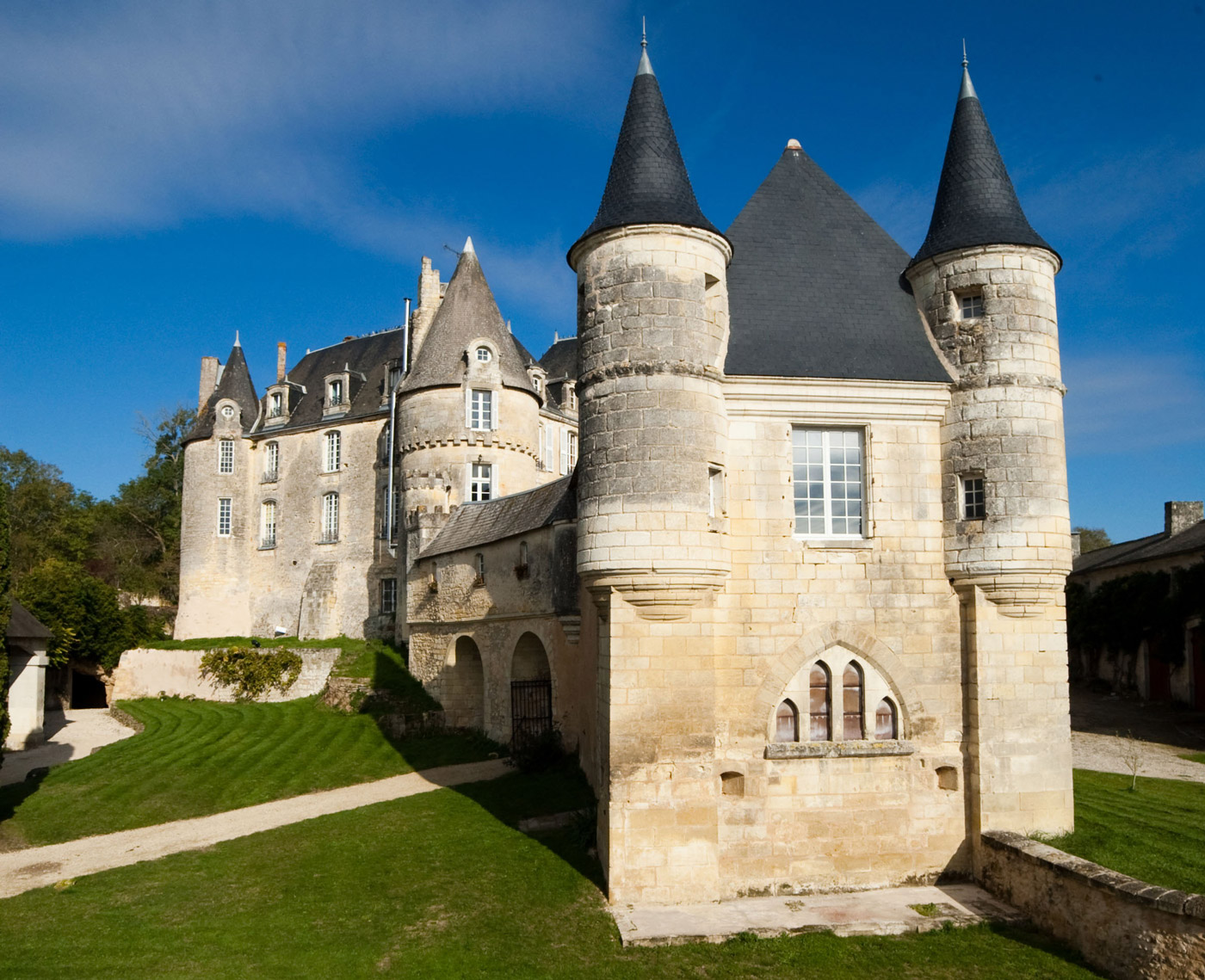 Chateau-Celle-Guenand-1